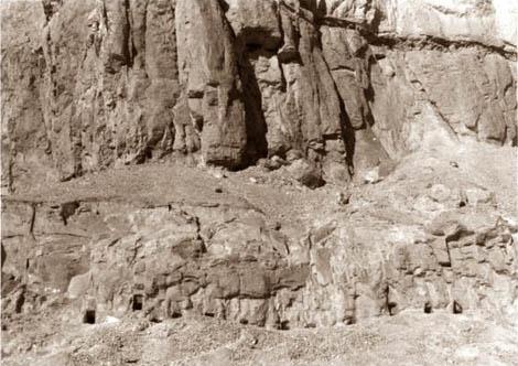 Grottor vid foten av Jabal al-Tarif